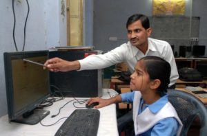 "Meet PM Modi's 'Imran Khan', a Teacher Who Truly Implemented Modi's ""Digital India"" in Education'"
