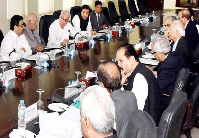 अर्थव्यवस्था को पटरी पर लाने में जुटी पाकिस्तान सरकार