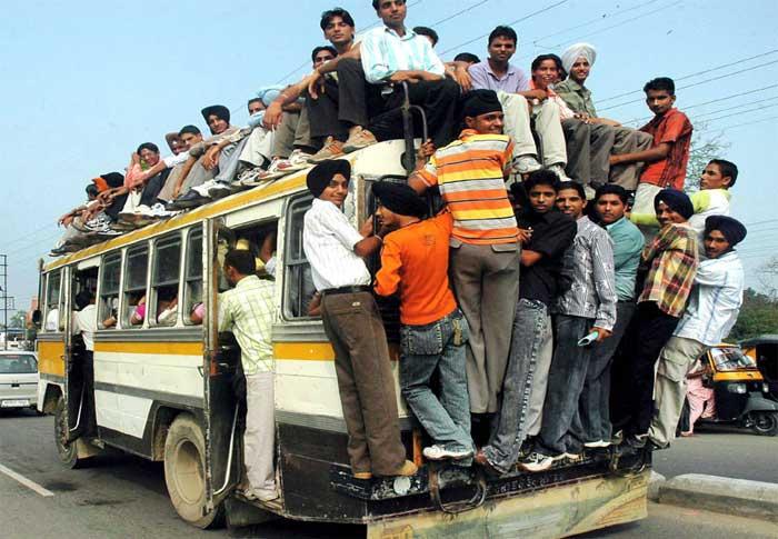 मेट्रों रेल नेटवर्क बढ़ाने की बजाए बसों की संख्या बढ़ानी ज़रूरी...भारत में 10 हज़ार लोगों पर केवल 4 बसें