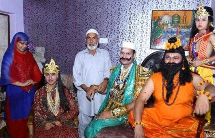 पीढ़ियों से रामलीला का आयोजन कर रहा है ये मुस्लिम परिवार, कोई बनता है राम, तो कोई लक्ष्मण