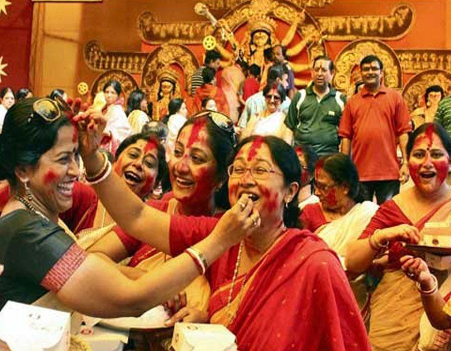 दुर्गा पूजा समितियों को दस-दस हजार देने पर सुप्रीम कोर्ट का रोक से इनकार, ममता को राहत