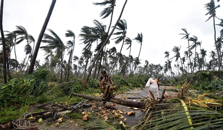 ओडिशा  में तितली तूफ़ान का कहर अब भी जारी