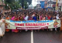 people protest against the entry of women in sabarimala mandir